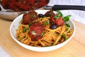A Vegan Plate of Spaghetti and Meatballs